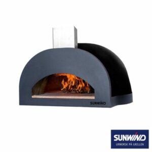 Puulämmitteinen italialainen ja käsintehty pizzauuni.